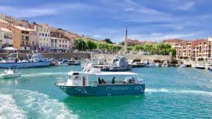 Bateau Visionaute à Port-Vendres devant l'Obélisque